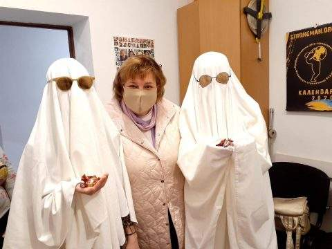 Привиди в простирадлах