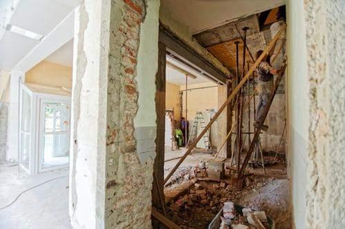 Перед тем, как сносить стены или расширять окна, узнайте, разрешено ли это