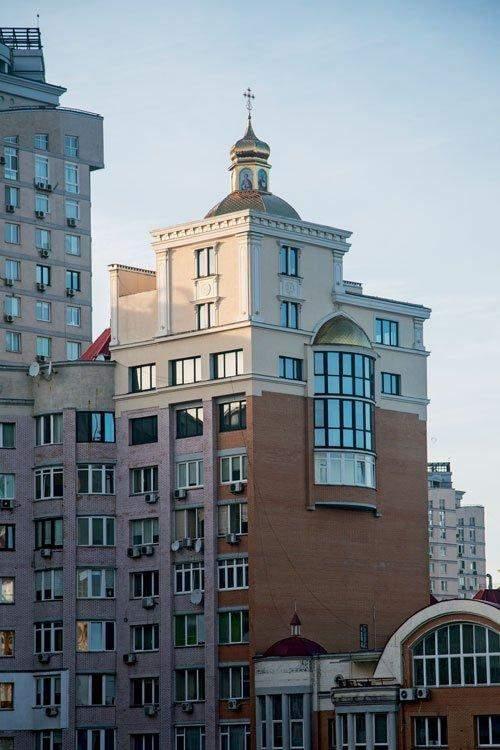 Як виявилось, церкву можна побудувати і з квартири / Фото Хмарочос