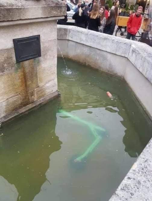 Припаркував елетросамокат у фонтані: суд оштрафував львів'янина