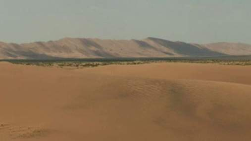 Песчаные дюны в Монголии отпугивают мрачностью