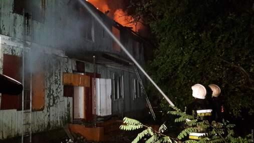 В Одесі горить санаторій, охоронці заявили про підпал: фото, відео