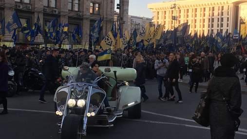 На молебень у Києві людей привозили автобусами: фотодоказ