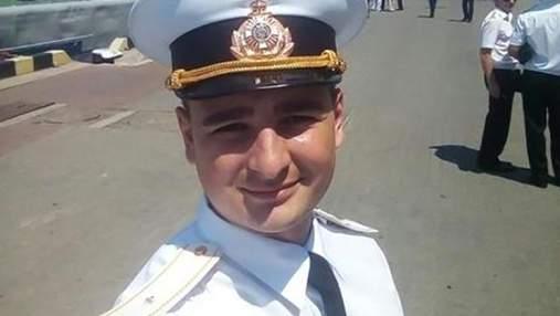 В одного з полонених українських моряків досі є осколки в руці та не згинаються пальці: фото