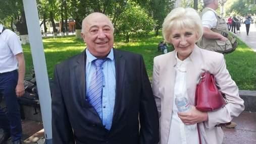 Шмигаль заявив, що в нього вимагають вручити довічну стипендію батьку Зеленського