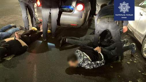"""Сработал план """"Перехват"""": на Соломенке в Киеве задержали автомобиль с 6 вероятными грабителями"""