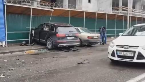 Из-за приступа эпилепсии: в Киеве водитель элитного Audi разбил 5 автомобилей – видео