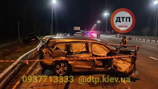 Смертельная авария под Киевом: в результате столкновения легковушек есть погибшие – фото, видео