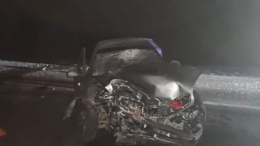 """На Киевщине произошло ДТП с 5 пострадавшими: машины """"размяло"""" – фото"""