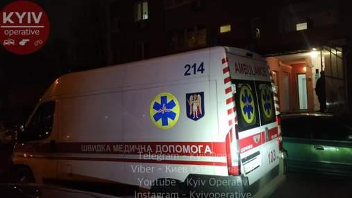 У Києві на Троєщині горіла квартира: в ній знайшли мертвого чоловіка з ножовими пораненнями