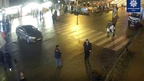 В Киеве водитель гонял по пешеходной зоне возле елки и угрожал патрульным: видео