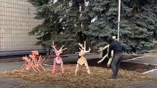 На Киевщине украли сказочного оленя: вора заставили его вернуть на место – видео