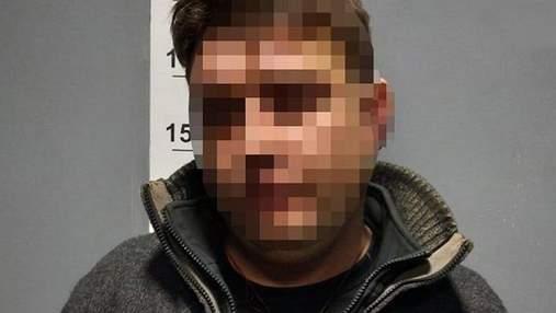У Києві п'яний вітчим погрожував розправою дівчинці та зламав зап'ястя патрульному