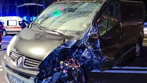 Під Києвом п'яний водій врізався в автівку: сім'я з немовлям дивом вижила – фото