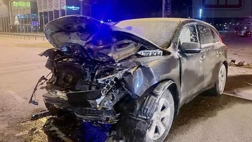 Не пропустив зустрічку: під Києвом лоб у лоб зіткнулися Opel та Acura, є загиблий – фото