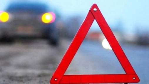 Мог быть нетрезвым: в Киеве мужчина разбил элитную Alfa Romeo крышей в столб – видео