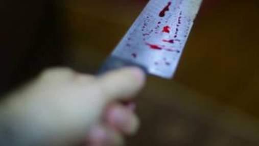 В больнице Киева мужчину ранил ножом незнакомец, злоумышленника задержали