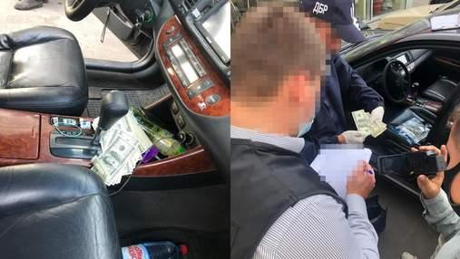Угрожал расправой: в Тернополе налоговик требовал у мужчины 40 тысяч долларов