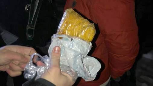 У Києві на Святошині поліцейські затримали чоловіка з наркотиками на 1,5 мільйона: фото