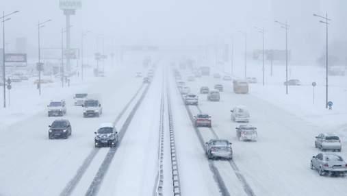 Через погіршення погодних умов Київ знову зачинили для вантажівок