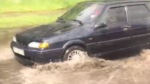 Образовались реки и озера: видео последствий дождя в Киеве