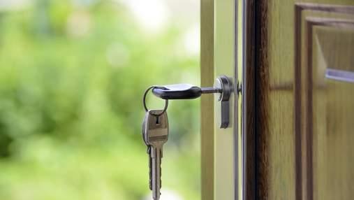 """Селяться в ЖК і """"чистять"""" квартири: лайфхаки, як вберегти житло від злому під час відпустки"""