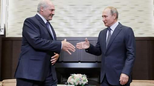 """Уклін Кремлю та шантаж України: як Лукашенко """"грає"""" Кримом та Донбасом"""