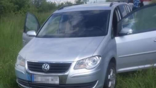 Несподівано покотилось з пагорба: на Львівщині чоловіка розчавило його власне авто
