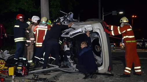 У Дніпрі трапилась жахлива аварія з постраждалими: відео порятунку людей