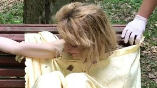 """""""Я – Ева, я – Украина"""": во львовском парке голая женщина напала на девушек – видео 18+"""