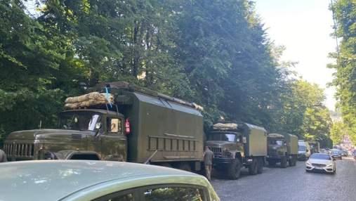 Приїхала військова техніка: УГКЦ заявила про рейдерське захоплення Митрополичих садів у Львові