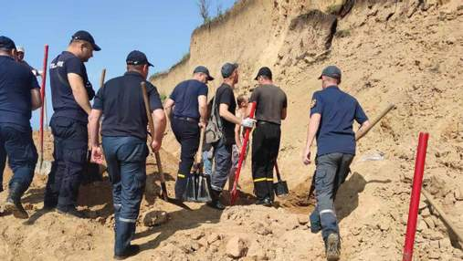 Обвал ґрунту на пляжі в Одеській області: потерпілих немає, проте роботи тривають – відео