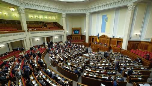 """Ініціатива """"слуг"""": депутати хочуть заборонити судам зупиняти дію санкцій РНБО"""