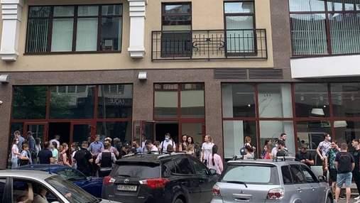 У центрі Харкова шукали вибухівку в офісах: евакуювали майже 3 сотні людей
