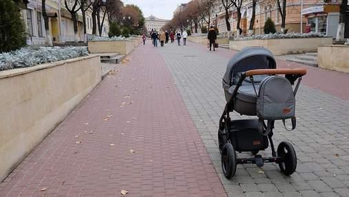 Малюк вилетів з візка:  у Слов'янську водій збив коляску з дитиною та втік