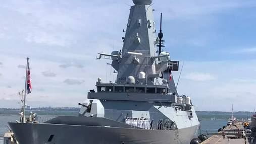 Без пострілів: міноборони Росії показало відео прольоту винищувача над британським есмінцем