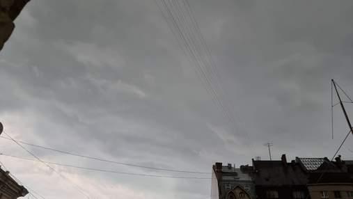 Апокаліпсис за вікном: у Львові вирує негода – фото