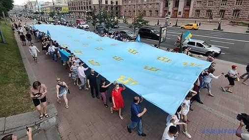 Хода, флешмоб та автопробіг: як у Києві відзначили День кримськотатарського прапора