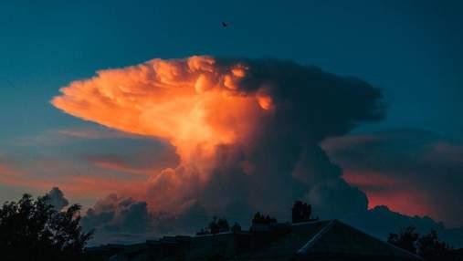 """У небі над Києвом з'явилася хмара, схожа на """"ядерний гриб"""": що це було – фото"""