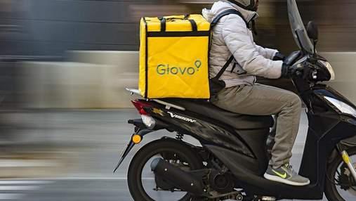 С деньгами и документами: в Киеве курьер Glovo украл кошелек клиентки