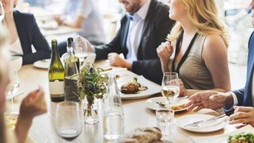 На Львівщині після масового отруєння ресторанам заборонили робити салати з майонезом