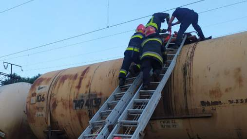 Подключили к ИВЛ: ухудшилось состояние женщины, которую поразило током на поезде во Львов