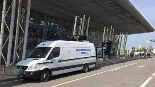 """В аэропорту """"Львов"""" ищут взрывчатку: пассажиров и работников эвакуировали – фото"""