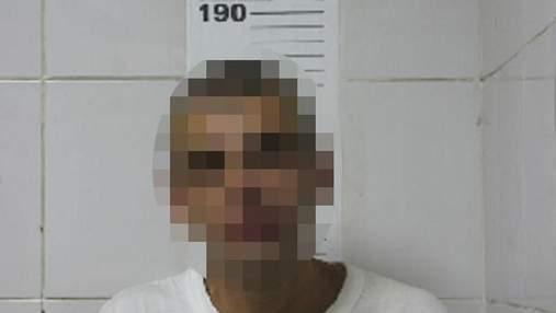 """У """"Жулянах"""" затримали чоловіка: кидався з ножем на поліцейського"""