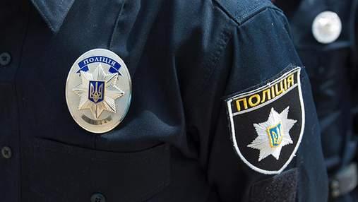 Кидався на людей та різав себе: у Києві на Солом'янці затримали чоловіка з ножем – фото