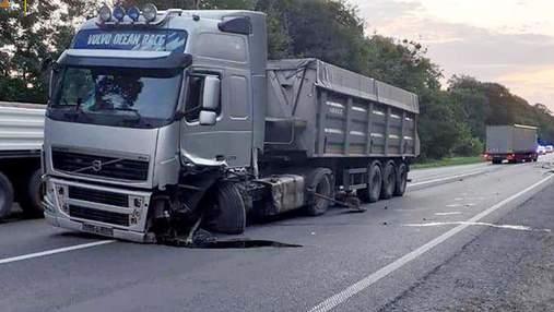 Грузовик смял авто на трассе Киев – Чоп: фото