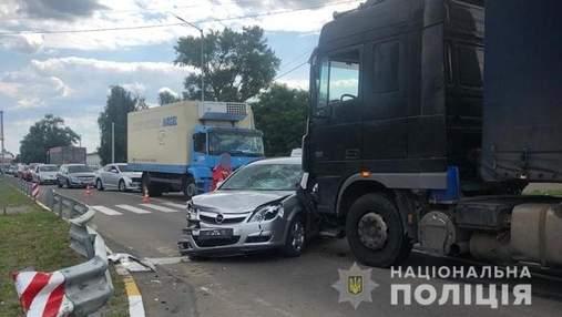 На Київщині Opel влетів у пішоходів: загинув 10-річний хлопчик