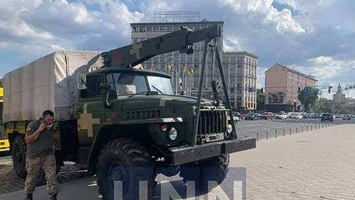 У центрі Києва військова вантажівка без гальм протаранила кілька автівок