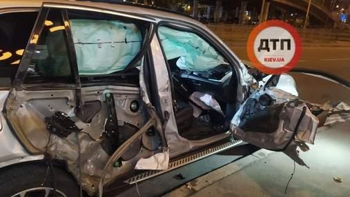 У Києві п'яний водій влетів у вантажівку та намагався втекти: його пасажирку затиснуло – відео