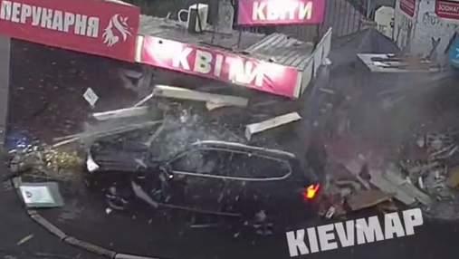МАФы подвинулись на несколько метров: появилось видео масштабного ДТП на Позняках в Киеве
